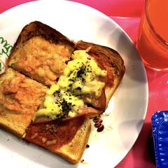 トーストアレンジ/朝食/おうちごはん 今日は、月曜日(^_^;) たらこチーズ…