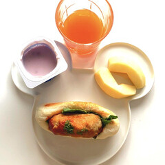 野菜ジュース/ブルーベリーヨーグルト/りんご/ハンバーグサンド/朝ごはん/フォロー大歓迎/... おはようございます😃 月曜日ですね 仕事…