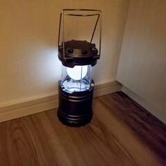 ダイソー/オシャレ/照明器具/ルームライト/キャンプ 寝室の床にダイソーのキャンプ用のライトを…(1枚目)