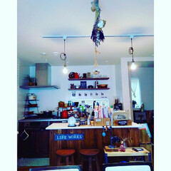ニトリ/カフェ風インテリア/100きん/サリュ/見せる収納/ハーマン/... キッチンカウンターは、DIYしたものです…
