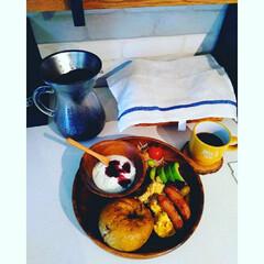 レンガ調壁紙/100きん/朝ご飯/カフェ風/ヨーグルト/コーヒー/... いつかの休日の朝ご飯!