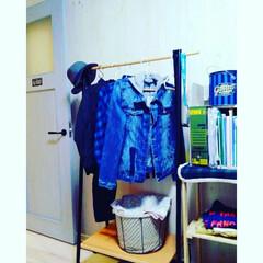 LIXILファミリーラインパレット/棚/服収納/S字フック/ハンガー/ハンガーラック/... 長男のお部屋。カゴをかぶせてる布は、昔使…