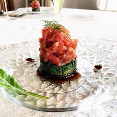 シャンパーニュ/おもてなし料理/家ランチ/泡会/昼飲み/夏のテーブル/... マグロのタルタル ほうれん草とその下は黒…