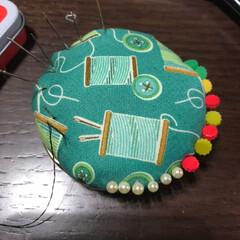 針山/瓶のふた/ハンドメイド/ピンクッション 瓶のふたを使ってお針山を作りました。針が…