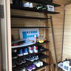 焼杉/ガチャレール/靴箱/DIY/住まい/玄関/... 靴箱を捨てて壁にガチャレールで靴置き作っ…