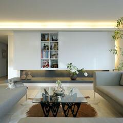 モダン/スタイリッシュ/おしゃれ/豪邸/コンテンポラリー/アート 壁一面に吊収納を家具で造作。あえて均等に…