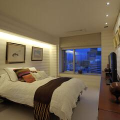 モダン/スタイリッシュ/おしゃれ/豪邸/コンテンポラリー/アート/... ベッドルームは絵とのバランスを考えてデザ…