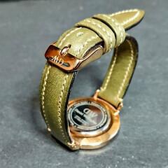 革/腕時計/ベルト/レザークラフト/イタリアンレザー 腕時計の革ベルト。  奥さんが、腕時計の…