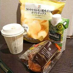 明日は京都だ/お疲れなのでもう寝よう 大阪の夜、一人でラーメン🍜とTKG食べて…(3枚目)