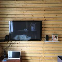 リフォーム テレビを壁掛けにしたくて壁一面を板張りに…
