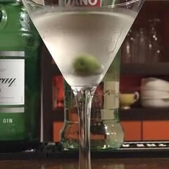 2018/フォロー大歓迎/グルメ/フード/お気に入り/お酒同好会/... カクテルの王様と呼ばれるマティーニを覚え…