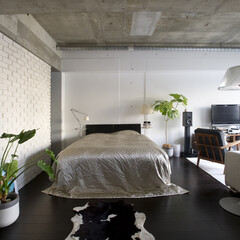 リネン/フローリング ソファ、照明、リネン類の白やシルバー系に…