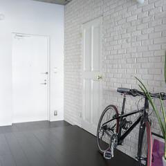 廊下/自転車 自転車もおける広々したエントランス。床は…