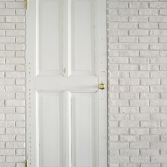 アンティーク/白 味のあるアンティークを採用した浴室のドア。
