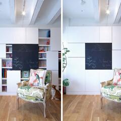 壁収納 本棚はサイズの異なるスライド扉付き。位置…