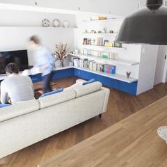 フローリング/ダイニングテーブル 木のテクスチャーは床もテーブルも揃えて。