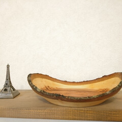 桜/カフェ/カフェごはん/木の温もり/木の器/フォロー大歓迎/... ナチュラルエッジ、木の皮を残した器です♪…