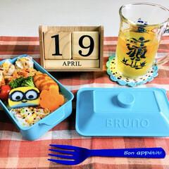 昼食/ミニオンかまぼこ/伊右衛門特茶ノベルティ/BRUNOお弁当箱/3coins/自分弁当/...         4/19(金) 自分弁当…