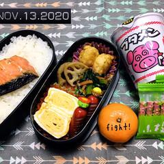フォロー大歓迎/お弁当/おやつ/morinaga小枝つぶつぶ濃い苺/ブタメンしょうゆ味/ランチョンマット/...        11/13(金) 主人弁当…