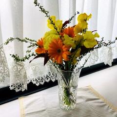 カトラリー置き/ガーランド/植物/ランチョンマット/花瓶/フォロー大歓迎/...     娘が貰ってきた花束の花瓶をダイソ…