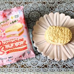 ナチュラルキッチン/至福の時間/アイスミルク/ダックワーズサンドさくらストロベリー/Uchi Cafe/LAWSON/...        3/31(火) 🕒おやつ …