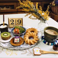 フォロー大歓迎/ミモザ/ヤマザキ ウェーブリングドーナツ/至福の時間/ナチュラルキッチン/3coins/...        3/29(日) 朝食 おは…