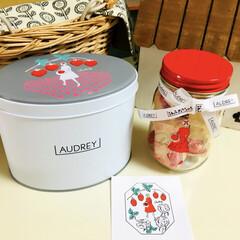 ホワイトデー/AUDREY/フォロー大歓迎/スイーツ/甘党大集合     AUDREYのお菓子🍓可愛い缶と…