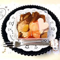 土台付きテーブル/レースペーパー/至福の時間/スイーツ/おやつ/ハートのチョコレートケーキ/...        1/16(木) 🕒おやつ …