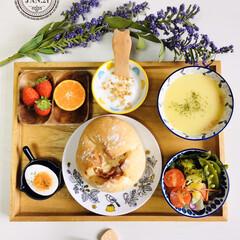 至福の時間/Calbeeフルグラ糖質オフ/クノール カップスープ コーンクリーム/ウッドトレイ/ナチュラルキッチン/パン/...         1/22(水) 朝食  …
