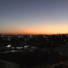 またまた夕陽 見て〜またまた夕陽空。うっすら富士山2つ…(1枚目)
