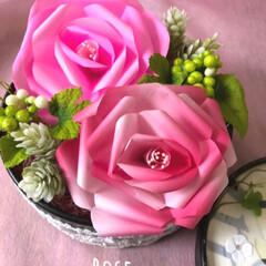薔薇/色紙/空き箱リメイク/令和元年フォト投稿キャンペーン/令和の一枚/フォロー大歓迎/... 色紙の薔薇&空き箱リメイク🌹💫  ピンク…