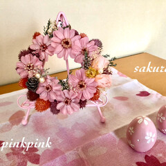 手作りマスク/リース/桜/ダイソー/セリア/雑貨/... 玄関を桜色にしました🌸🍃  桜のイメージ…