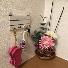 100均/玄関あるある 一昨年のお正月に作った造花のフラワーアレ…(1枚目)