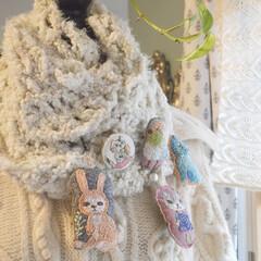 冬ファッション/冬コーデ/ブローチ/雑貨/ハンドメイド/おでかけ 刺繍の森 ねこ人形の表情を作る刺繍糸、色…