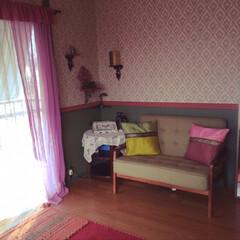 タイプライター/薬ガラス瓶/レース編み/シルククッションカバー/キリム調ラグ/モールディング/... 長女の部屋でした。 自立して空室になった…