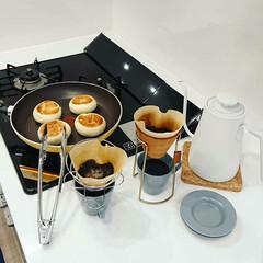 パン/ガスコンロ/キッチン家電/電気ケトル/朝食/sarasadesign/... セブンイレブンのもっちピザパンをフライパ…