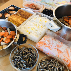 田作り/お煮しめ/海老の旨煮/ぶりの照り焼き/だし巻き玉子/柚子大根/... おせち料理作りました❣️ 昆布巻き等 作…