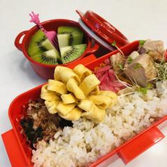紫玉ねぎ/鳥もも肉/ニンニク/卵焼き/おかわかめ/お弁当/... 今日のお弁当  ガーリックチキン おかわ…