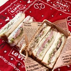 キャベツ/トマト/ハム/きゅうり/令和の一枚/お弁当/... 今日のお弁当  ハムサンド 野菜サンド …