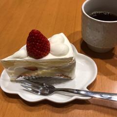 夜ごはん/お昼ごはん/食事/美味しい/間違いない/ショートケーキ/... 今日の食事☆  お昼はトマトカレー半熟玉…(3枚目)