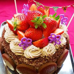 いちごスイーツ/チョコレートケーキ/バースデーケーキ/はじめてフォト投稿/おうちごはんクラブ/グルメ/... 娘12歳のバースデー🎂 チョコレートとた…