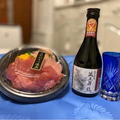 日本酒/マグロ丼 こんばんは(*´ω`*)ノ)) お久しぶ…