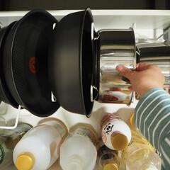 キッチン雑貨/キッチン/鍋収納/生活の知恵/収納 我が家のよく使うお鍋たちはこんな感じで収…(1枚目)