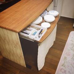 目隠しカーテン/キッチン収納/収納アイデア/リメイク/食器収納/鍋収納/... PCデスクをキッチンカウンターに‼️ キ…