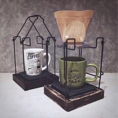 作り方載せてます/スレートプレート/いつもいいねありがとう/カフェ風/カフェインテリア/100均DIY/... コーヒードリップホルダー2台作りました。…