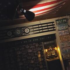 男前インテリア/電球オブジェ/塩ビDIY/塩ビパイプ/時計リメイク/すのこ/... 天井にアメリカ国旗🇺🇸を貼っています😆