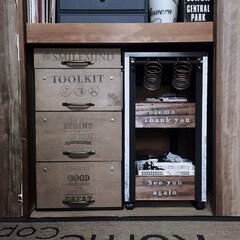 salut/サリュの取っ手/DIY/いつもありがとうございます/男前/引き出し収納/... 押し入れ収納‼️ 衣装ケースの前面を板で…