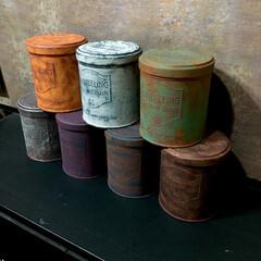 男前/ペイント/ターナーミルクペイント/アンティーク風/サビサビ/サビ加工/... 【セリアの紅茶缶】 丸型の缶を塗装 全7…(3枚目)