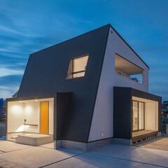LIXIL/リクシル/家の外観/外観/外観デザイン/外観写真/... ♪外壁の施工事例♪⠀ とてもデザイン的な…