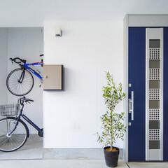 LIXIL/リクシル/LIXILの玄関/玄関引戸/玄関引き戸/玄関/... ♪玄関の施工事例♪⠀ 外観に合わせたブル…